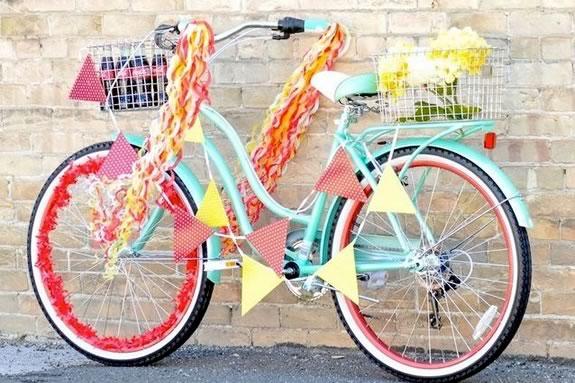 Bike parade for kids in Salisbury, Massachusetts