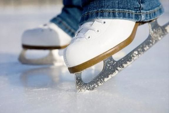 Learn to Skate, Cape Ann Skating Club Kids and Adults learn to skate in Hamilton