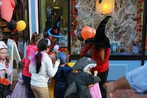Mayor's Night Out includes Trick or Treating in Downtown Salem, Massachusetts!!