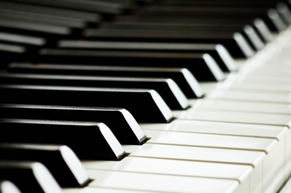 Pianists Leslie Amper and Randall Hodgkinson perform a FREE piano concert