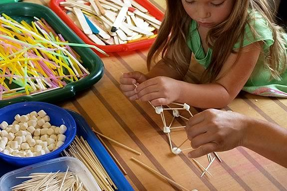 Science classes are offered to preschoolers and homeschoolers at CMNH!
